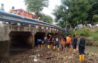 BPBD, Dinas Terkait, dan Relawan TSBK Gelar Aksi Bersih Bersih Sampah di Jembatan Raba Salo