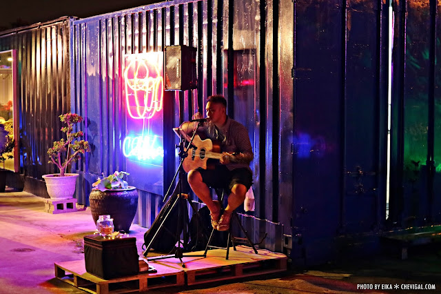 IMG 2465 - 台中沙鹿│向海咖啡屋*夢幻紫色玻璃貨櫃屋。咖啡與旋律伴你欣賞星光夜景