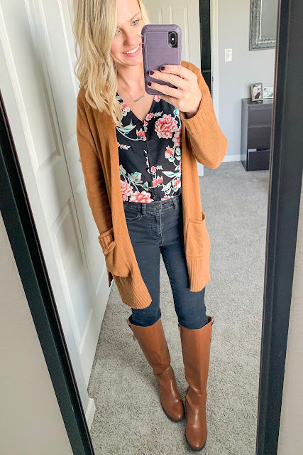 How to Style a Floral Top for Fall || Black jeans with floral top