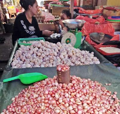 Ambon, Malukupost.com - Dinas Perindustrian dan Perdagangan (Disperindag) Maluku Tengah menyatakan, harga bawang merah maupun putih di Masohi pada pekan ini mengalami penurunan dibandingkan pekan lalu.