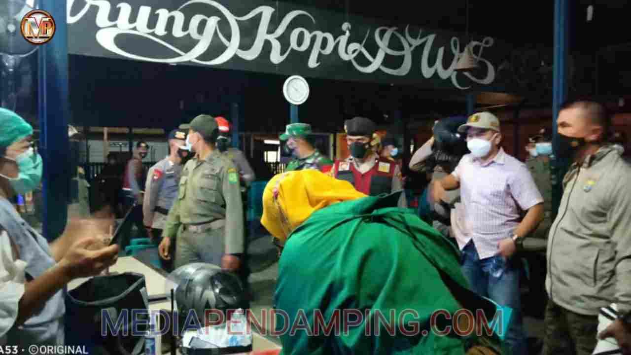 Kapolsek Percut Sei Tuan Pimpin Razia Pengunjung Toko Dotri Gadai Jaya di Jalan Pancing