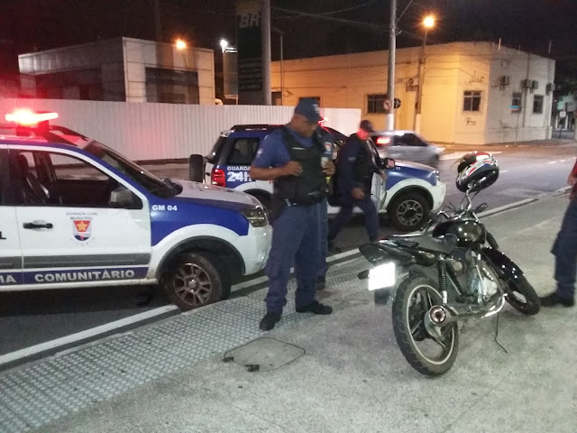 'Menor' furta motocicleta e é apreendido pela Guarda Municipal de Vitória (ES).