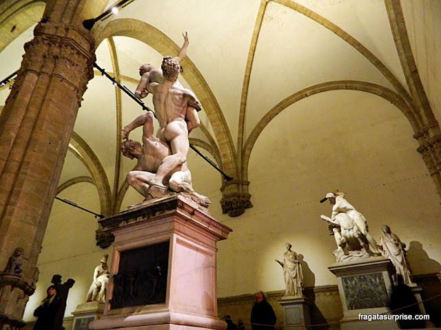 Loggia dei Lanzi: galeria de esculturas grátis na Piazza della Signoria, Florença