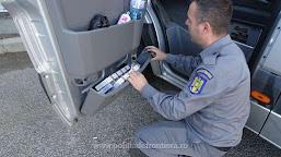 Peste 3.600 pachete cu țigări  descoperite ascunse în două microbuze, de poliţiştii de frontieră în P.T.F. Calafat