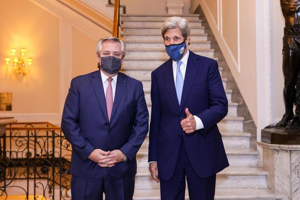 Alberto Fernández se reunió en Roma con John Kerry, ex secretario de Estado de EE.UU.