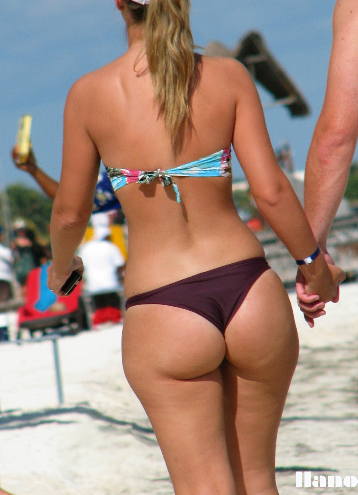 Huge thick juicy candid booty in thong bikini showing pawg ass 8