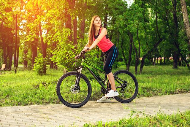 Mitos Atau Fakta Bersepeda Bikin Kaki Perempuan Membesar