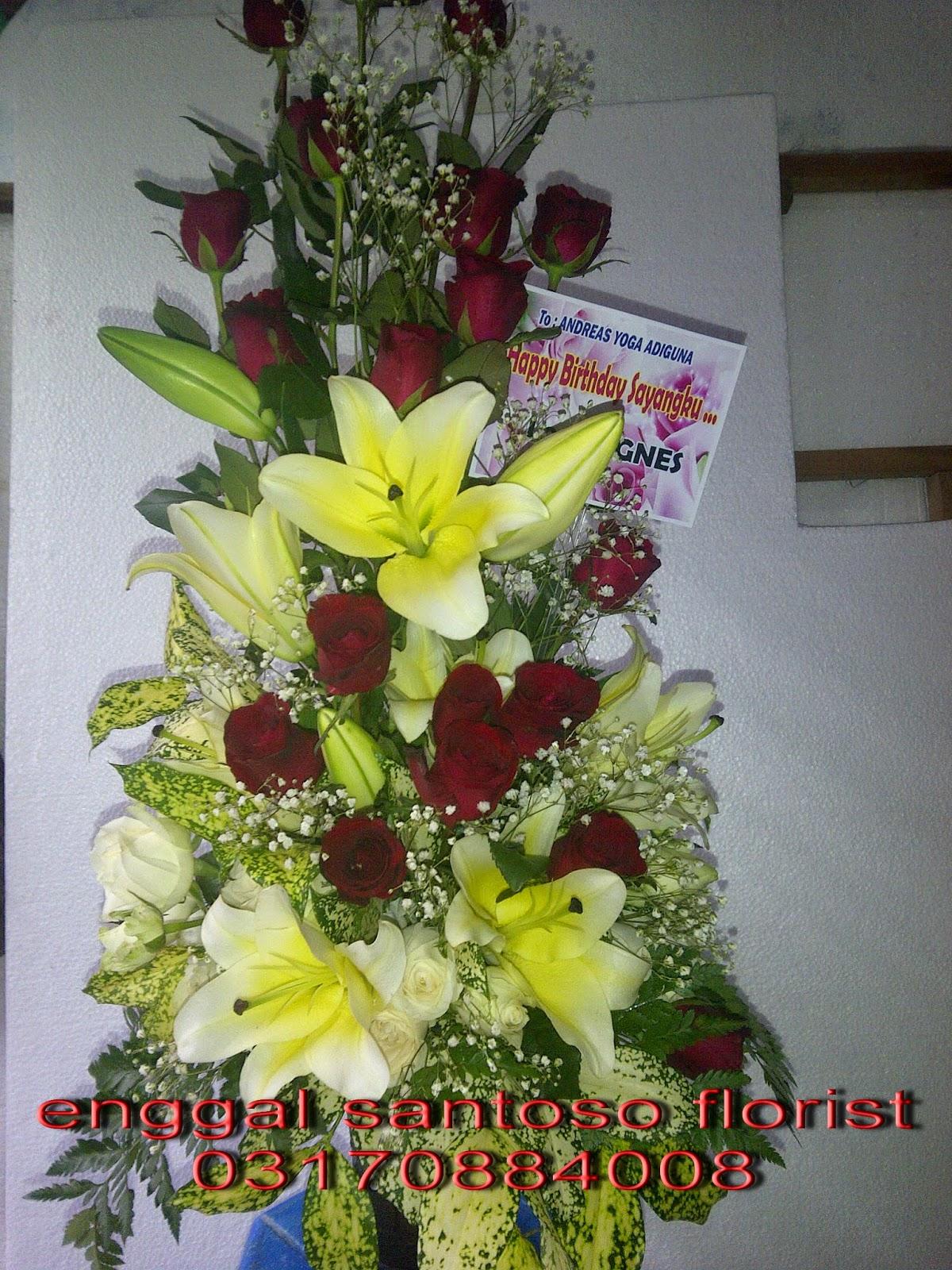 rangkaian karangan bunga meja cassablanca & mawar merah