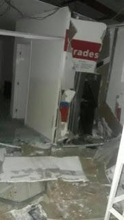 Bandidos explodem agência bancária durante a madrugada em Mogeiro