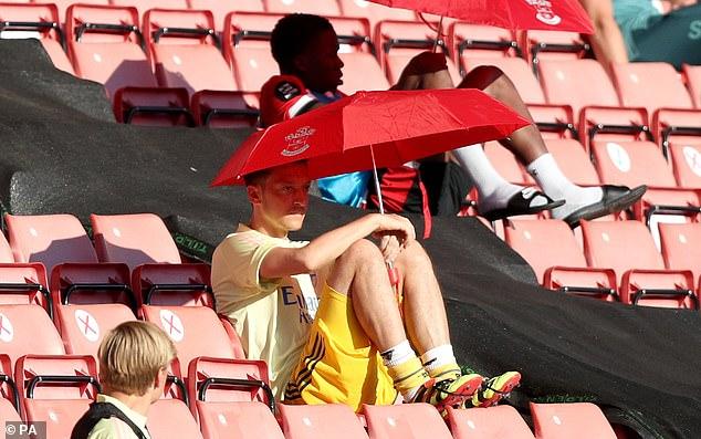 Ozil giãi bày lý do không chịu giảm lương giúp Arsenal 2