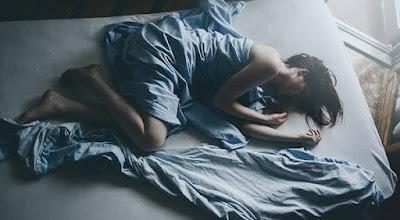des-mots-en-équilibre femme endormie après fessée