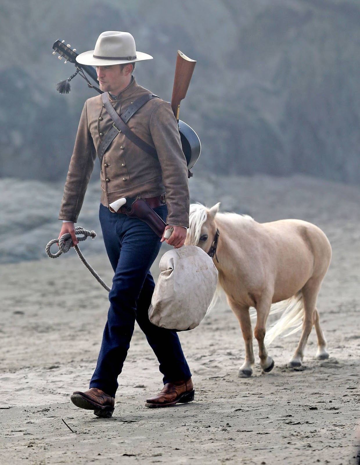 Robert Pattinson & Mia Wasikowska – Filming Movie Damsel