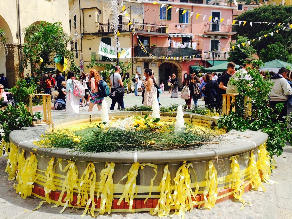 Piazza fountain, lemon festival