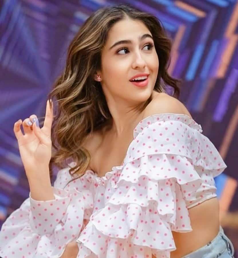sara ali khan promotion dress, sara ali khan movie promotion, sara ali khan dresses in Love Aaj Kal
