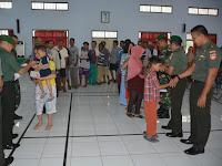 Korem 071/Wk Salurkan 775 Zakat Fitrah Kepada Fakir Miskin dan Kaum Dhuafa