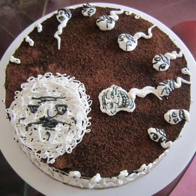 Khi Thánh troll lầy lội nhập tiệc sinh nhật, đến cái bánh cũng ko tha