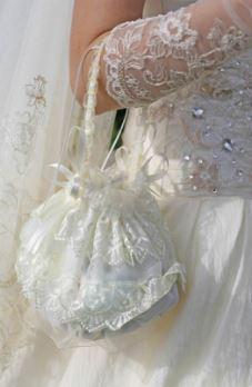 Aksesori pakaian pernikahan Anda dengan tas pengantin yang mengesankan