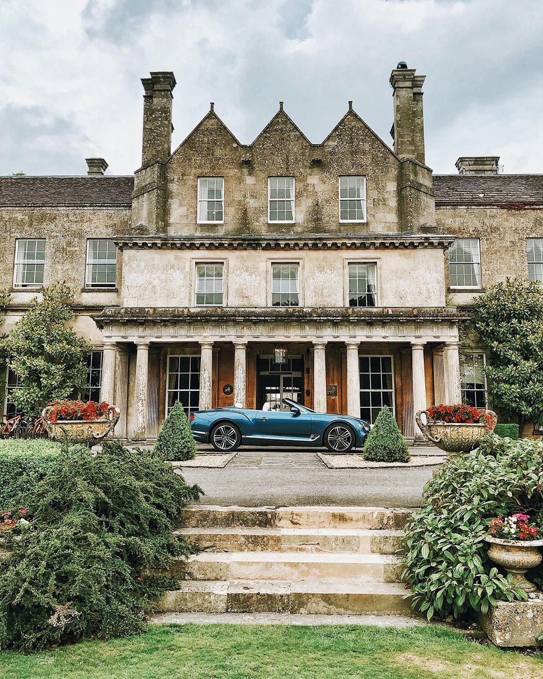 Un bel rifugio inglese nel paese, elegante e idilliaco hotel della contea, @lucknam_park.  con @bentleymotors via @therollinsonlondon