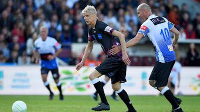 Wenger Dribbles Zidane