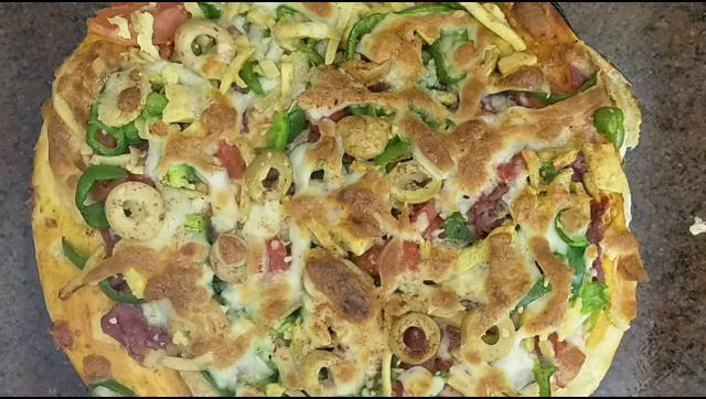 بيتزا بالبسطرمة بطريقة سهلة جدا الشيف محمد الدخميسي