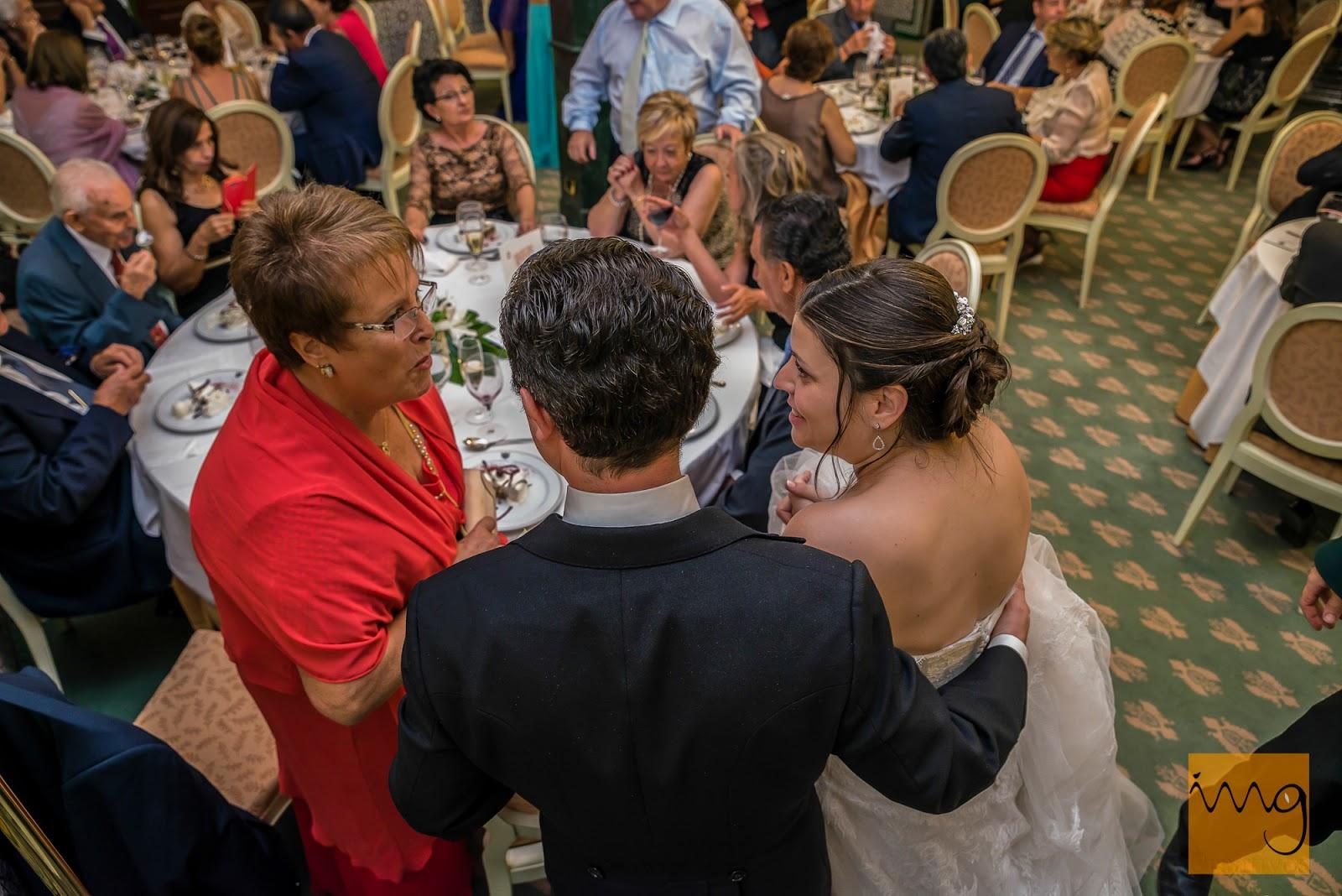 Fotografía de boda, saludando a los invitados