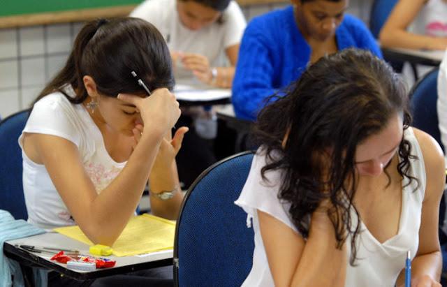 Brasil completa 20 anos sem avanço no ensino médio