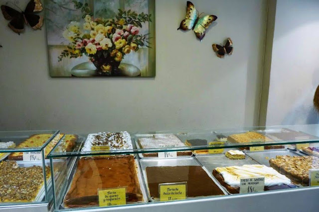 Things to do in Palma de Mallorca: shop for sheet cake at Lozano