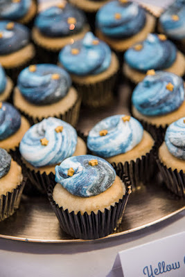 wedding cupcakes in blue