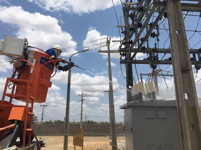 Cosern realiza lavagem da rede elétrica em Grossos, Tibau, Areia Branca e outras 12 cidades litorâneas
