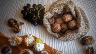 noci, gorgonzola, ricotta ed uva