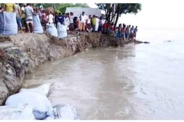 সিরাজগঞ্জ কাজিপুরে নদী তীর রক্ষাবাধে ধস