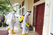 Brimob Aceh Kembali Melakukan Penyemprotan Disinfektan di Sekolah