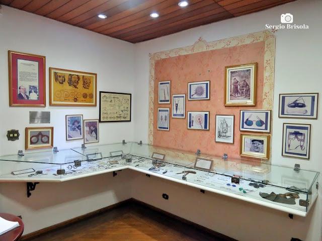 Vista de parte da exposição permanente do Museu de Óculos Gioconda Giannini - Bela Vista