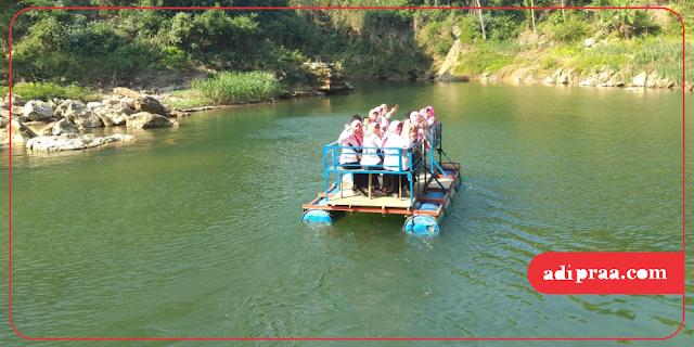 Perahu menuju air terjun | adipraa.com