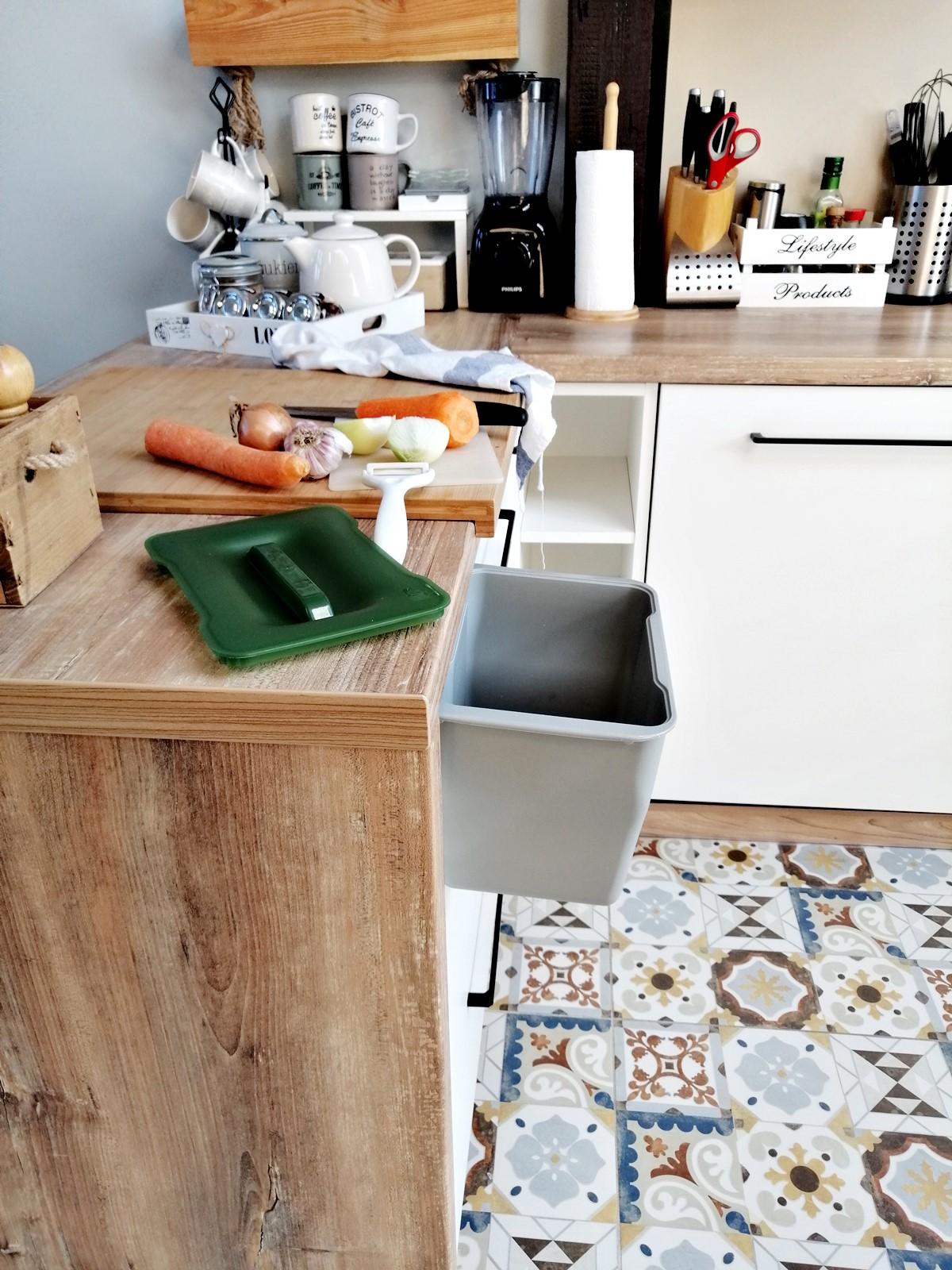kosz na odpadki do kuchni