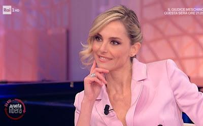 Francesca Fialdini giacca rosa oggi 21 marzo