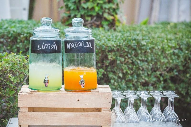 tarros de naranjada y limonada en el jardin de La Magrana Eventos