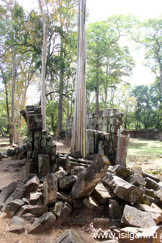 Пирамида Смерти. Храмовый комплекс Прасат Тхом (Prasat Thom). Город Кох Кер (Koh Ker). Камбоджа