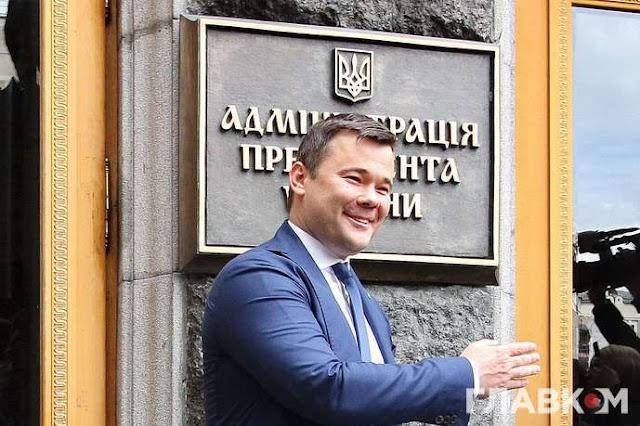 """""""Вони сиділи і сміялися з цього всього"""" - політолог про """"відставку"""" Богдана"""