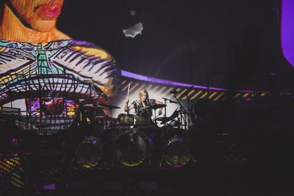 Back Projection - Free Urself Artwork - HITnRUNUS Tour 2015