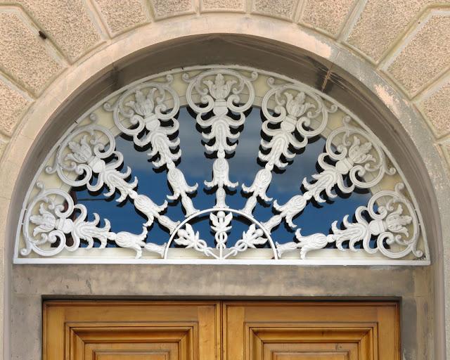 Fanlight with three Caducei, Via Poggiali, Livorno
