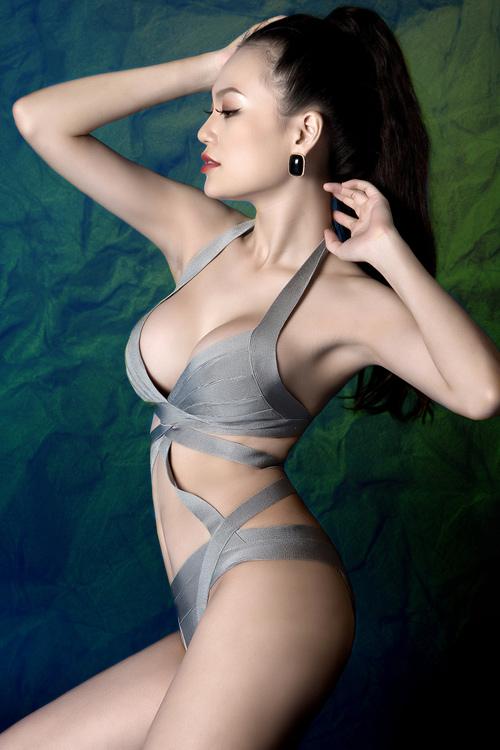 cao thùy linh mặc bikini sexy