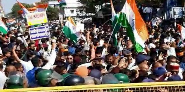 जबलपुर तिरंगा यात्रा में पथराव, पुलिस ने आंसू गैस के गोले छोड़े   JABALPUR NEWS