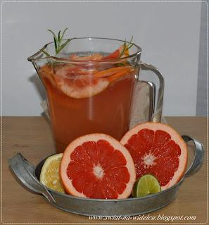 https://swiat-na-widelcu.blogspot.com/2021/08/lemoniada-grapefruitowa-z-rozmarynem.html