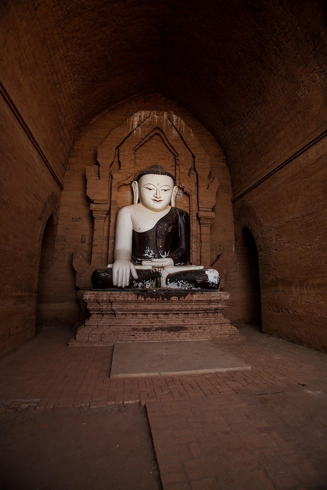 pagoda,wnętrze,rzeźba,birma,bagan