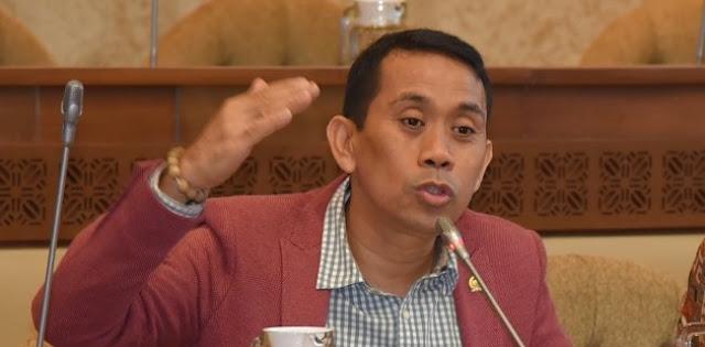 Langkah pemerintah memberi suntikan dana sebesar Rp 20 triliun untuk menutupi kerugian PT Jiwasraya, melalui skema penyertaan modal negara (PMN) ke Bahana Pembinaan Usaha Indonesia (BPUI) dinilai tidak masuk akal.