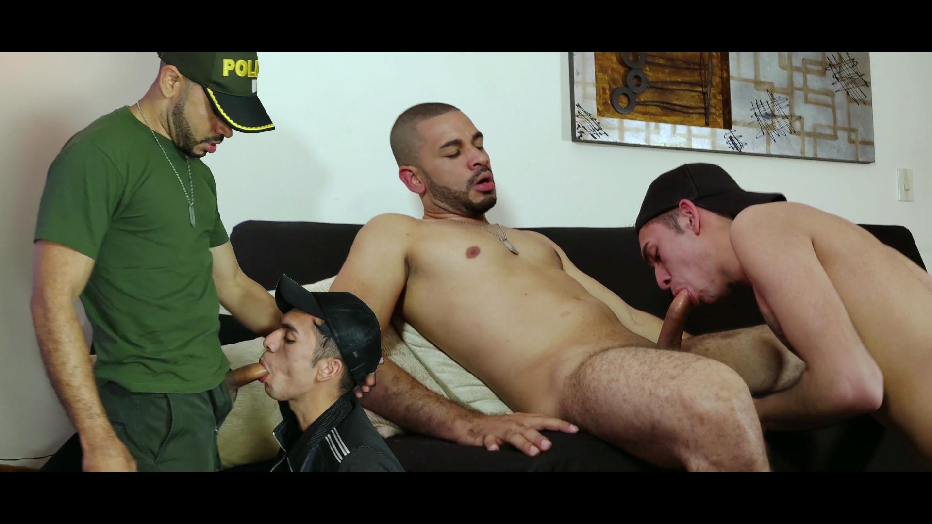 policía recibiendo sexo oral