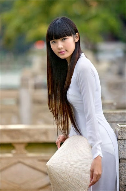 Chica Vietnamita con Non La