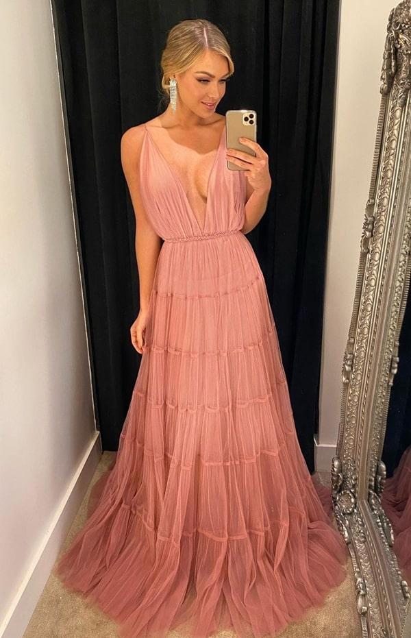 vestido de festa longo rosa para madrinha de casamento durante o dia