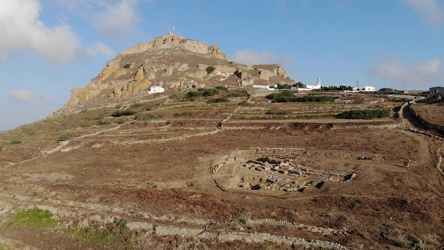 Classical era grave steles unearthed at Tinos cemetery